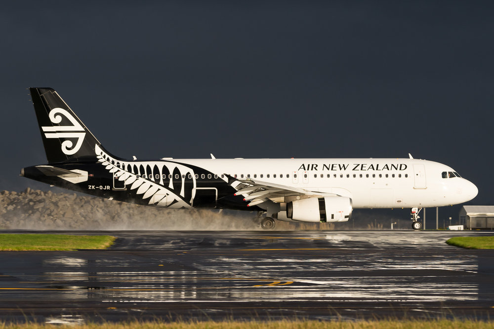 Air New Zealand Airbus A320 ZK-OJR arriving in Aucklnad as NZ644 from Queenstown. May 2016