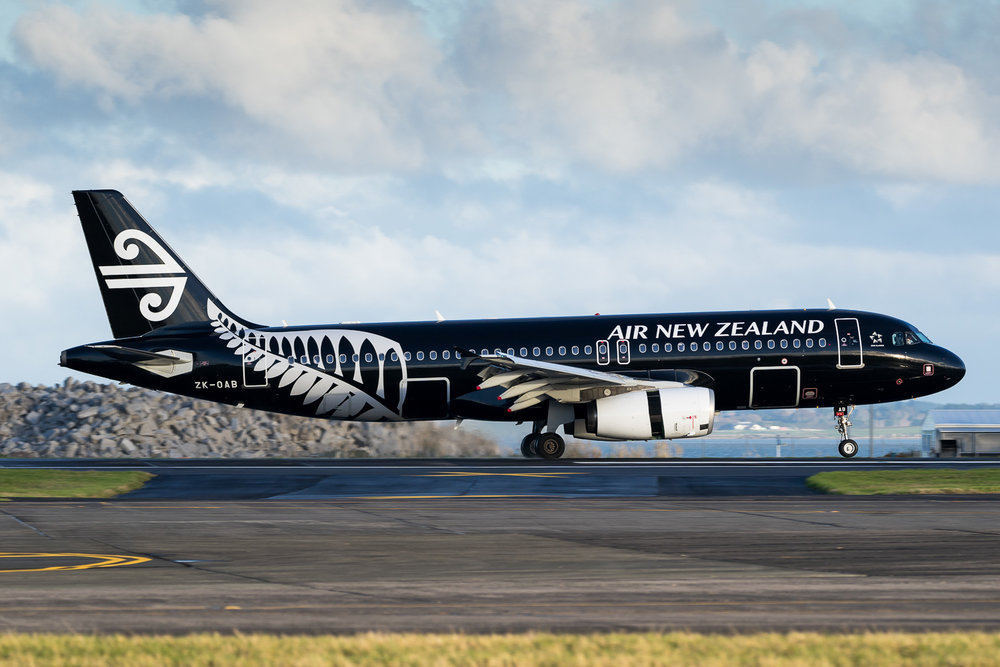 Air New Zealand Airbus A320 ZK-OAB arriving in Auckland as NZ520 from Christchurch. June 016
