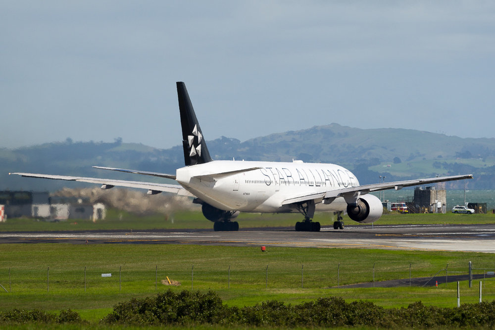 United Airlines Boeing 777-200ER N794UA departing Auckland as UA916 to San Francisco. March 2017
