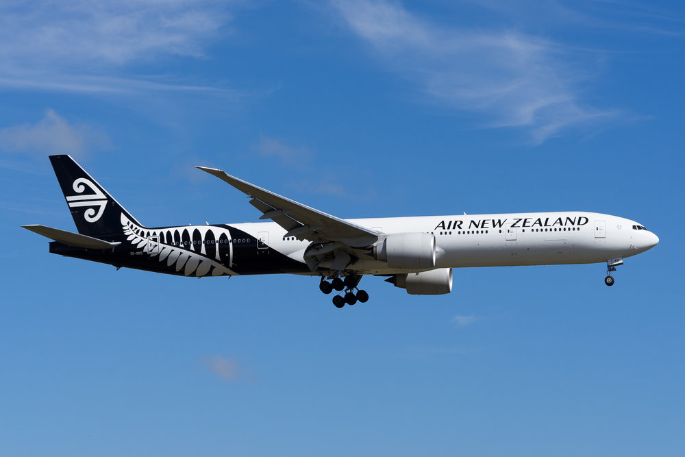 Air New Zealand Boeing 777-300ER ZK-OKO arriving in Auckland. February 2017