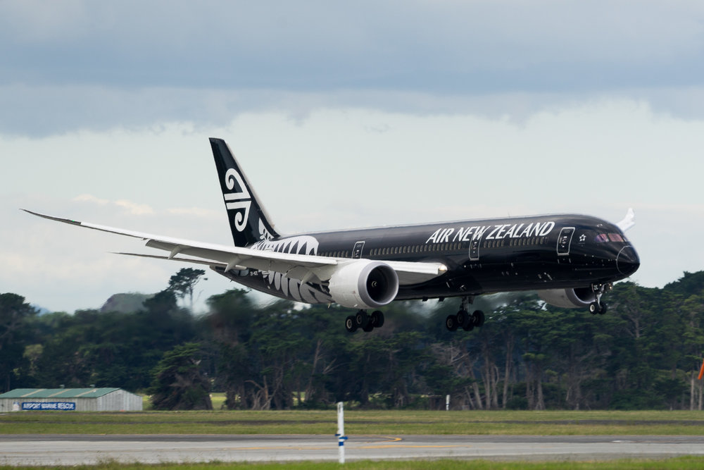 Air New Zealand Boeing 787-9 ZK-NZE arriving in Auckland. March 2017