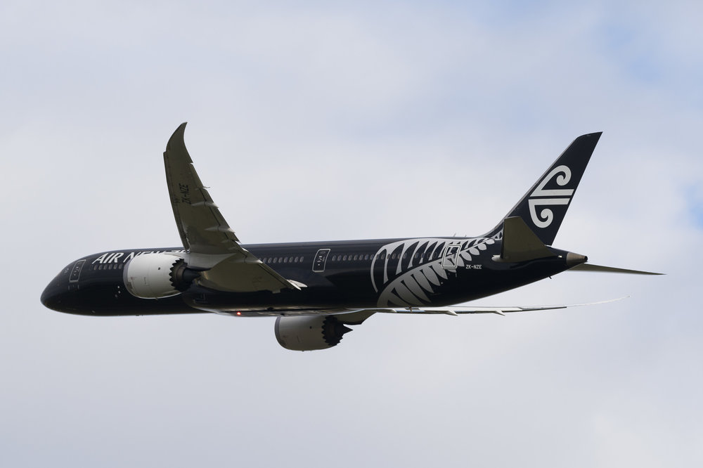 Air New Zealand Boeing 787-9 ZK-NZE departing Auckland. December 2016