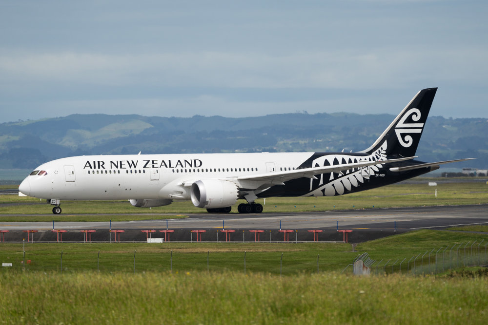 Air New Zealand Boeing 787-9 ZK-NZD departing Auckland. November 2016