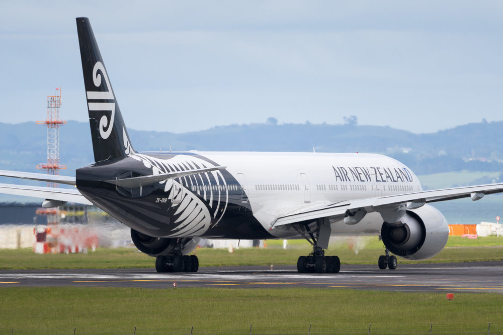 Air New Zealand Boeing 777-300ER ZK-OKR departing Auckland. November 2016