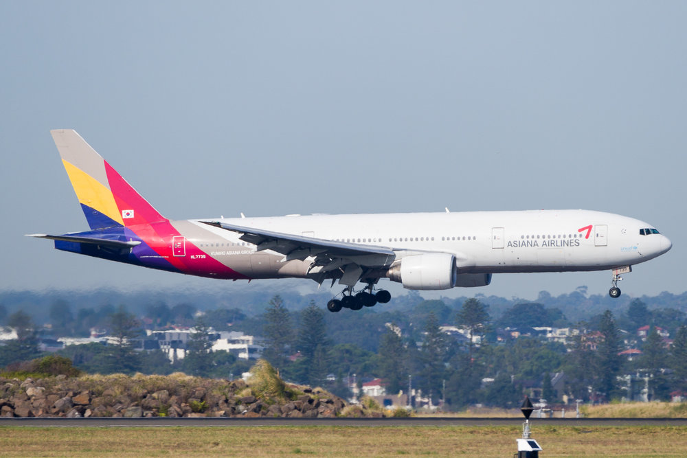 Asiana Boeing 777-200ER HL7739 arriving in Sydney. December 2016
