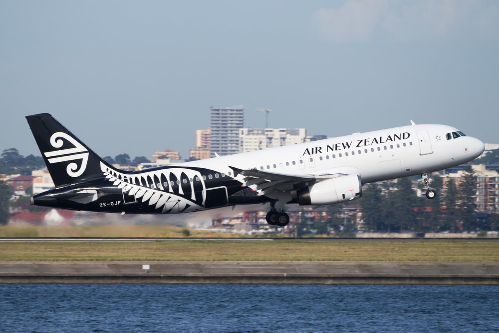 Air New Zealand Airbus A320 ZK-OJF departing Sydney. December 2016