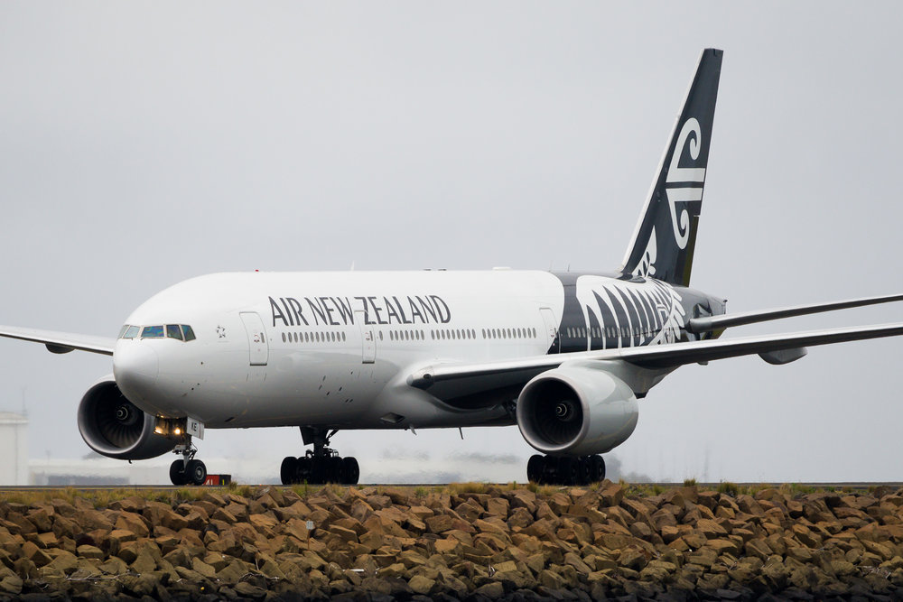 Air New Zealand Boeing 777-200ER ZK-OKE arriving in Sydney. December 2016