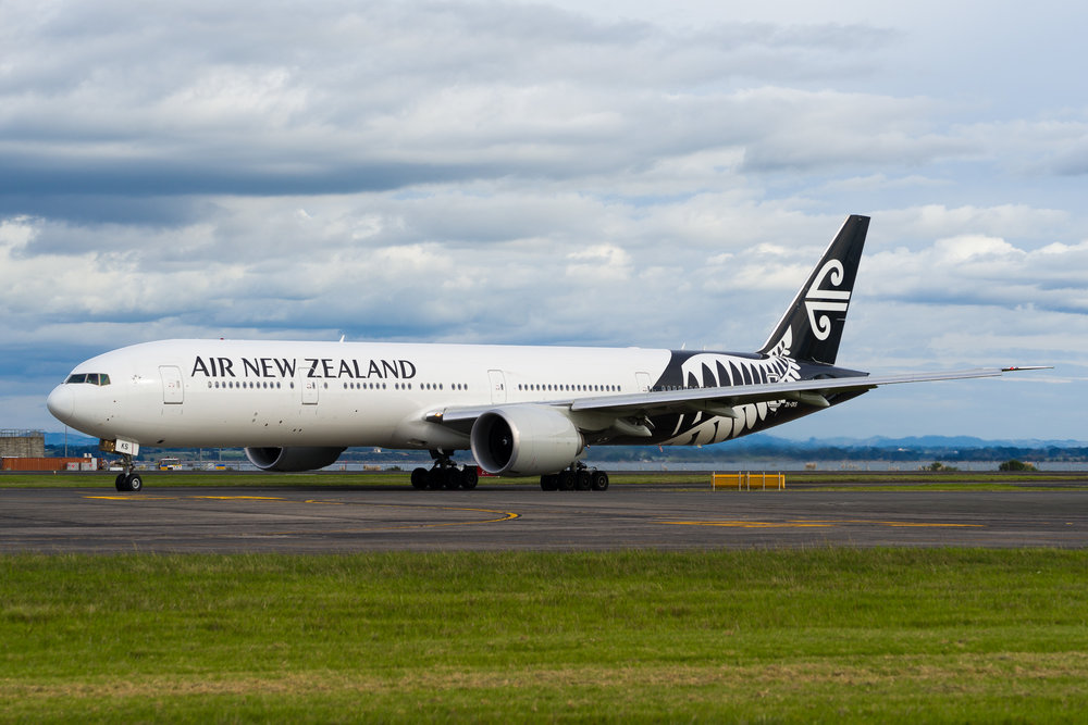 Air New Zealand Boeing 777-300ER ZK-OKS arriving in Auckland. March 2017