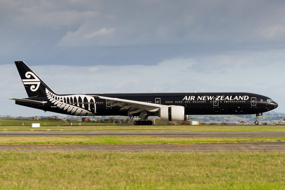 Air New Zealand Boeing 777-300ER ZK-OKQ arriving in Auckland. March 2017