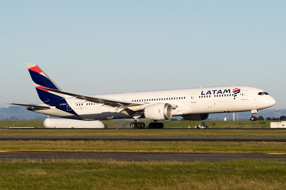 LATAM Boeing 787-9 CC-BGG arriving in Auckland. June 2017
