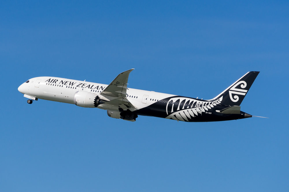 Air New Zealand Boeing 787-9 ZK-NZF departing Auckland. August 2017