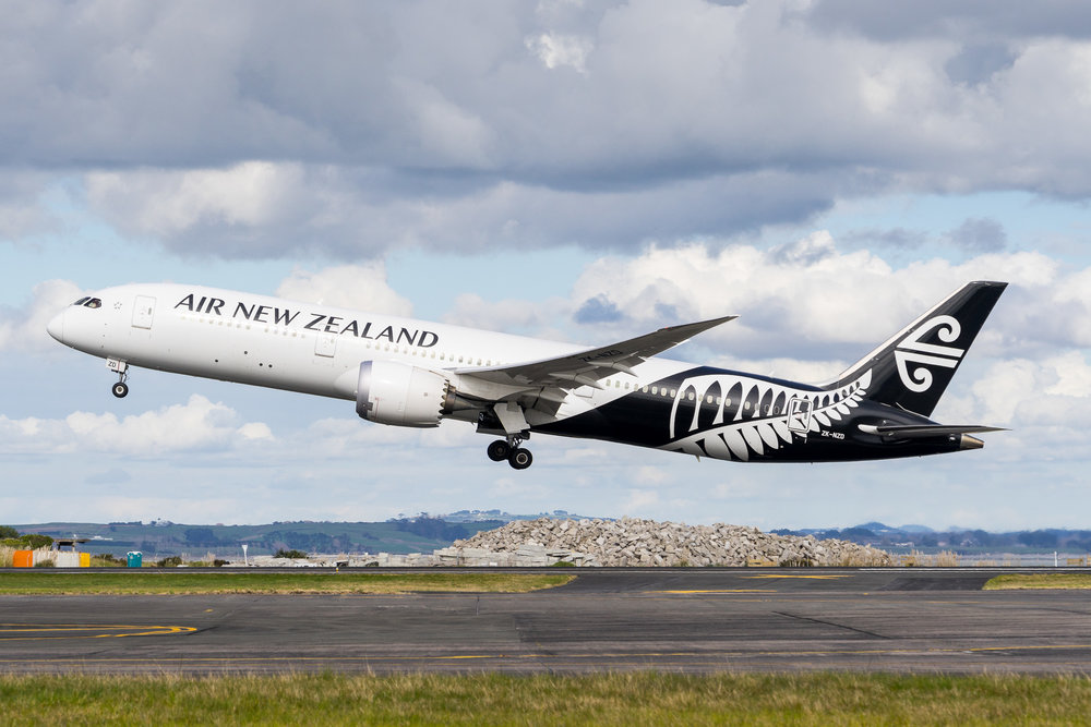 Air New Zealand Boeing 787-9 ZK-NZD departing Auckland. August 2017