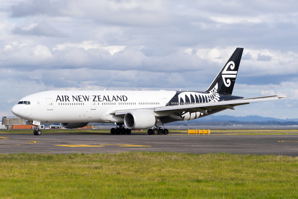 Air New Zealand Boeing 777-200ER ZK-OKA arriving in Auckland. August 2017