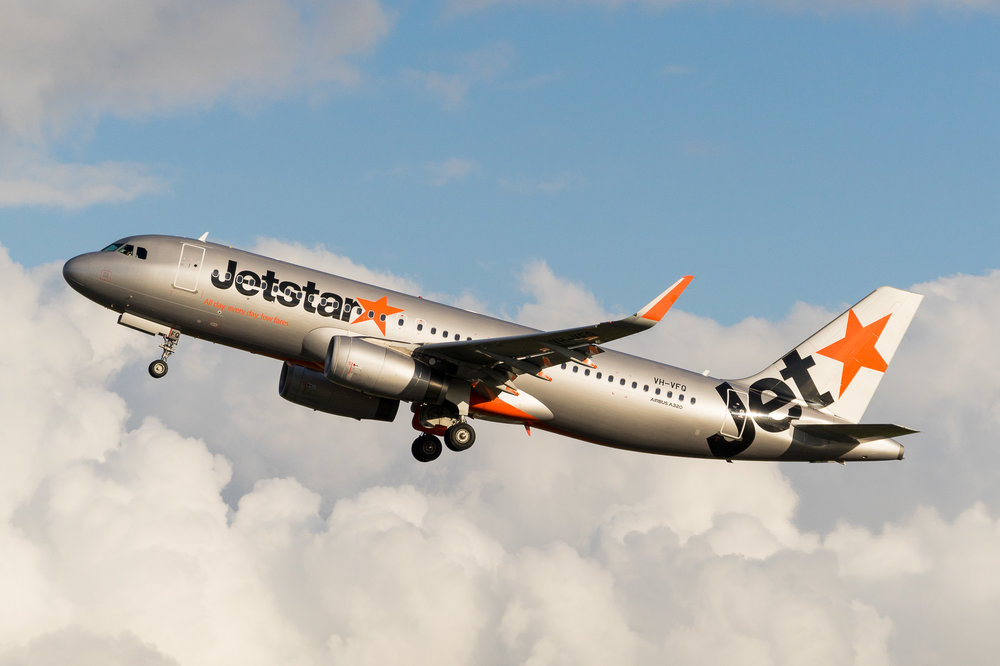 Jetstar Airbus A320 VH-VFQ departing Auckland. August 2017