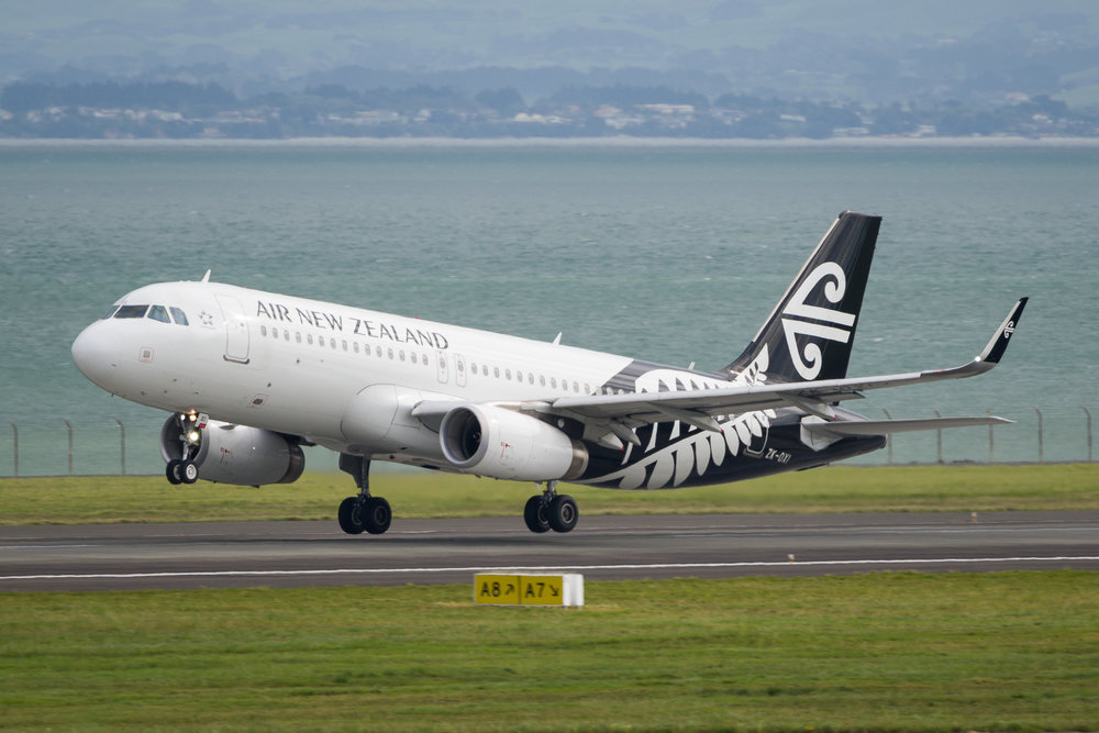 Air New Zealand Airbus A320 ZK-OXI departing Auckland. 29/12/2017