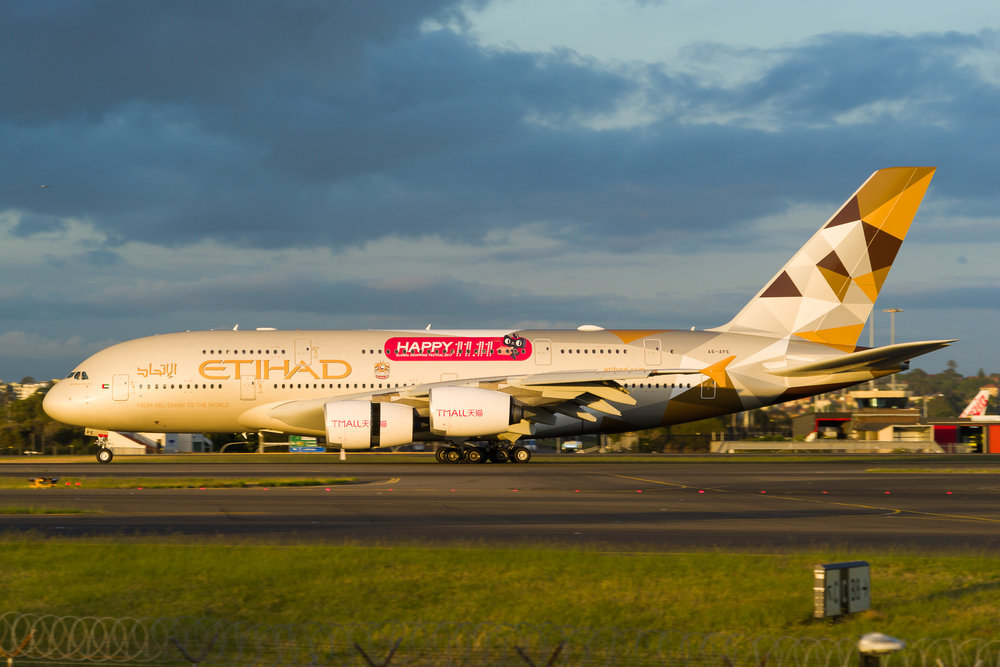 Etihad Airbus A380 A6-APE arriving in Sydney. 12/11/2017