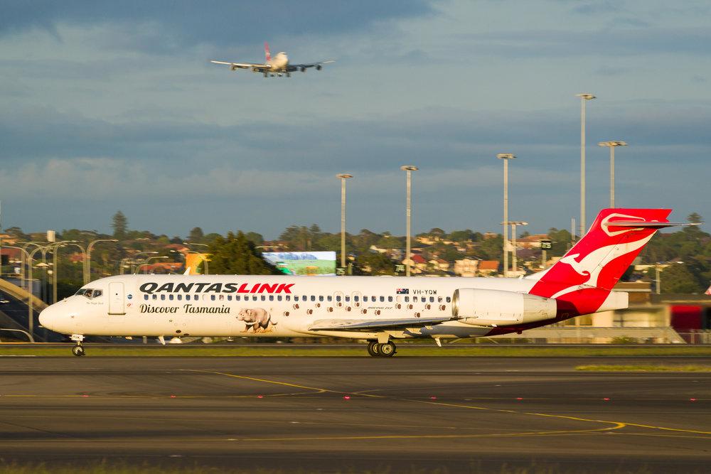 QantasLink Boeing 717 VH-YQW departing Sydney. 12/11/2017