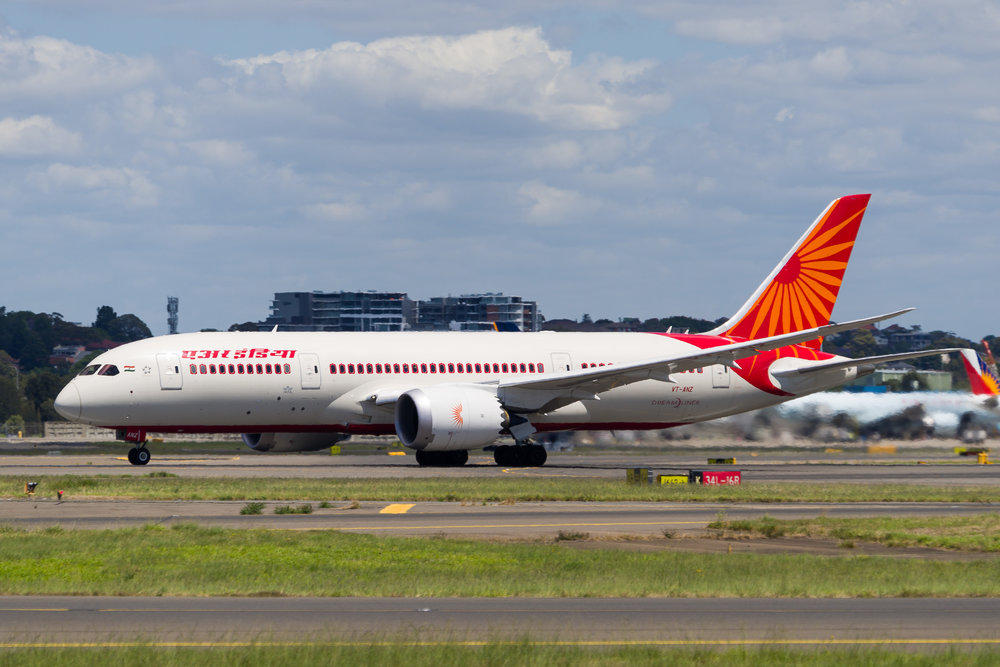 Air India Boeing 787-8 VT-ANZ departing Sydney. 12/11/2017