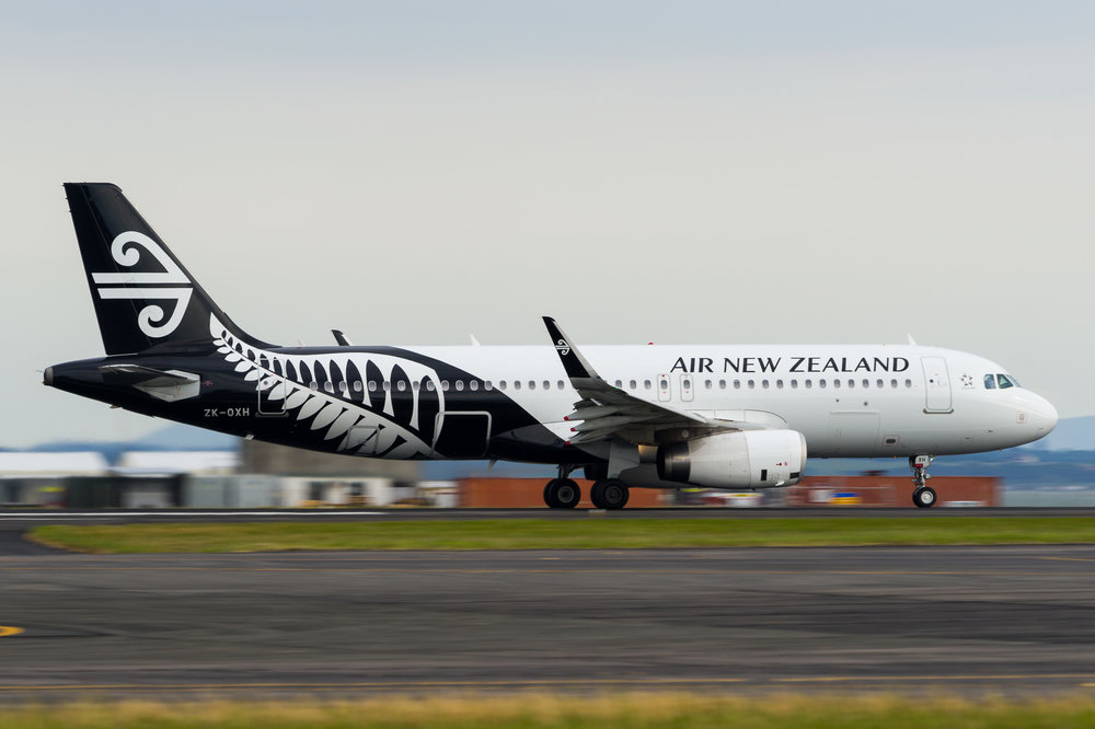 Air New Zealand Airbus A320 ZK-OXH departing Auckland. 24/11/2017