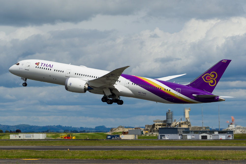Thai Airways Boeing 787-9 HS-TWB departing Auckland. 26/11/2017
