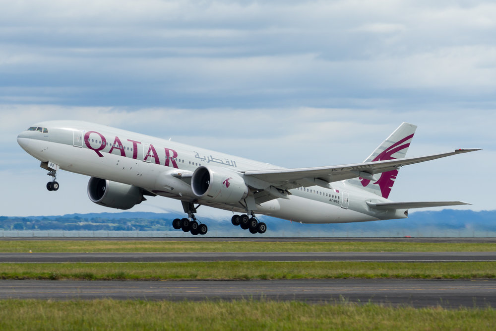 Qatar Airways Boeing 777-200LR A6-BBE departing Auckland. 26/11/2017
