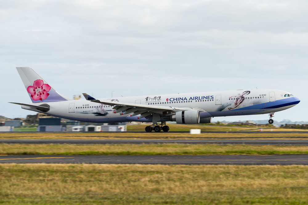 China Airlines Airbus A330-300 B-18361 arriving on 23L at Auckland. 19/12/2017