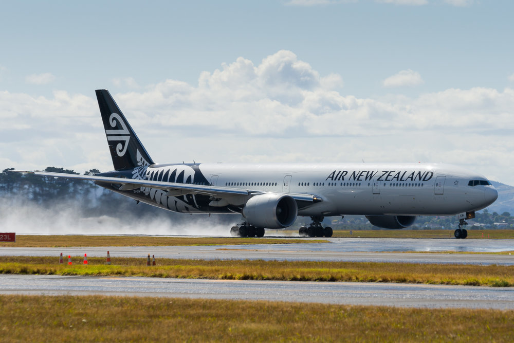 Air New Zealand Boeing 777-300ER ZK-OKM departing Auckland. 27/12/2017