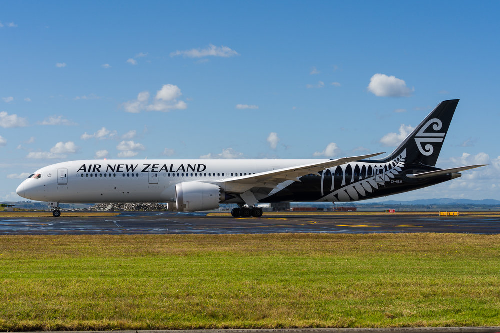 Air New Zealand Boeing 787-9 ZK-NZM departing Auckland. 27/12/2017