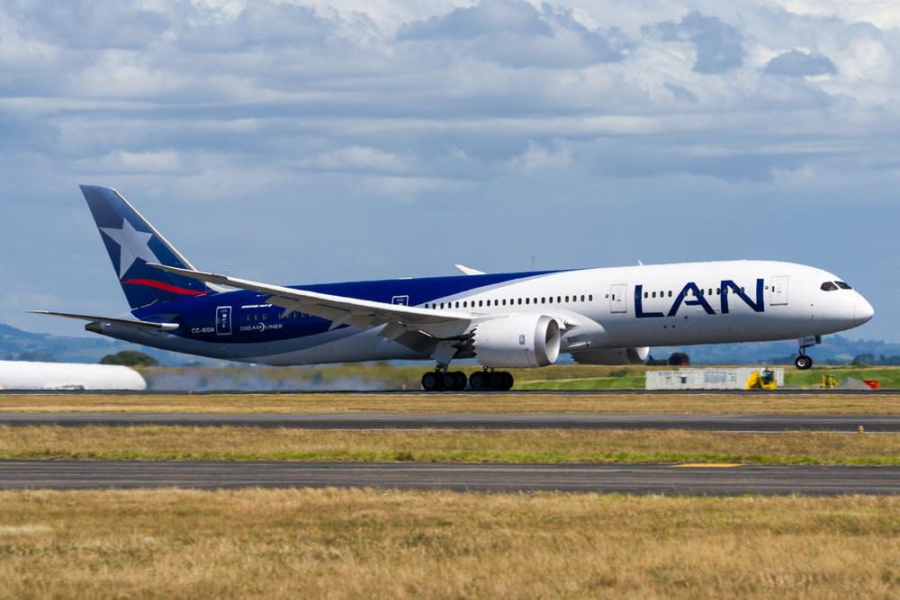 Lan / LATAM Chile Boeing 787-9 CC-BGH arriving in Auckland. 27/12/2017