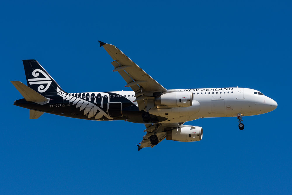 Air New Zealand Airbus A320 ZK-OJR arriving in Auckland. 28/12/2017