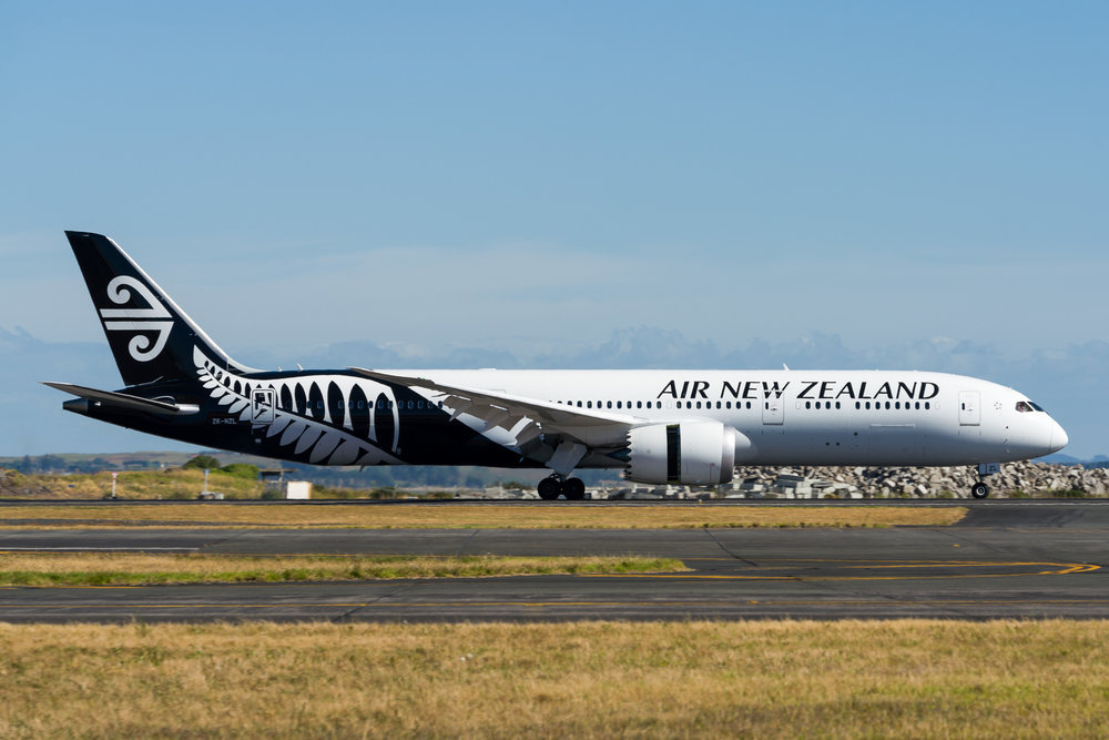 Air New Zealand Boeing 787-9 ZK-NZL arriving in Auckland. 28/12/2017