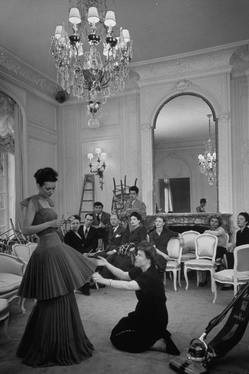 preperations dior show 1947.jpg