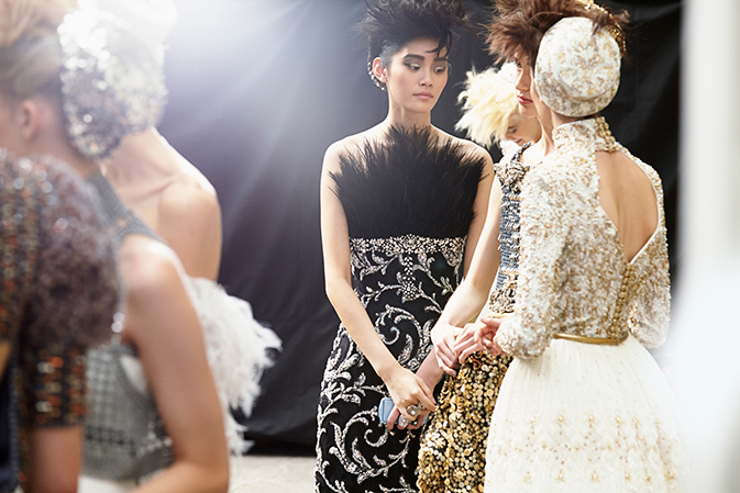 chanel-haute-couture-fall-winter-2014-15-backstage-09.jpg