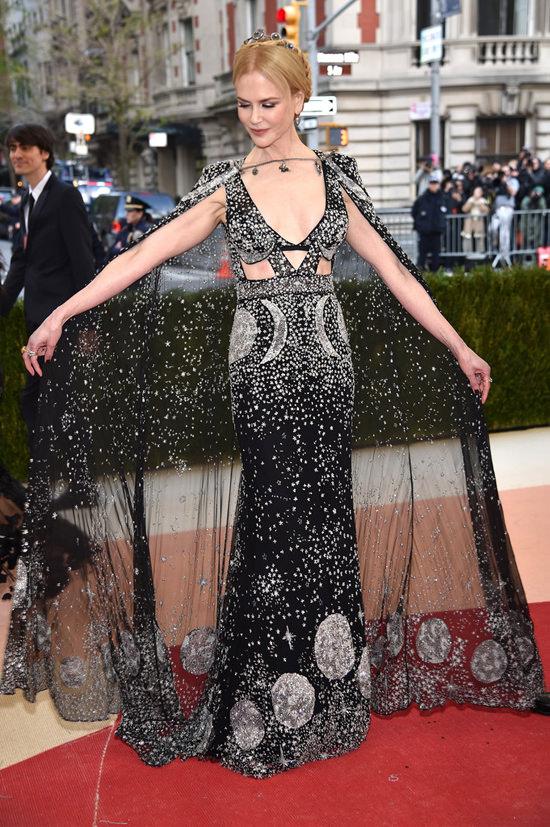 Nicole-Kidman-Met-Gala-2016-Red-Carpet-Fashion-Alexander-McQueen-Tom-Lorenzo-Site-2.jpg