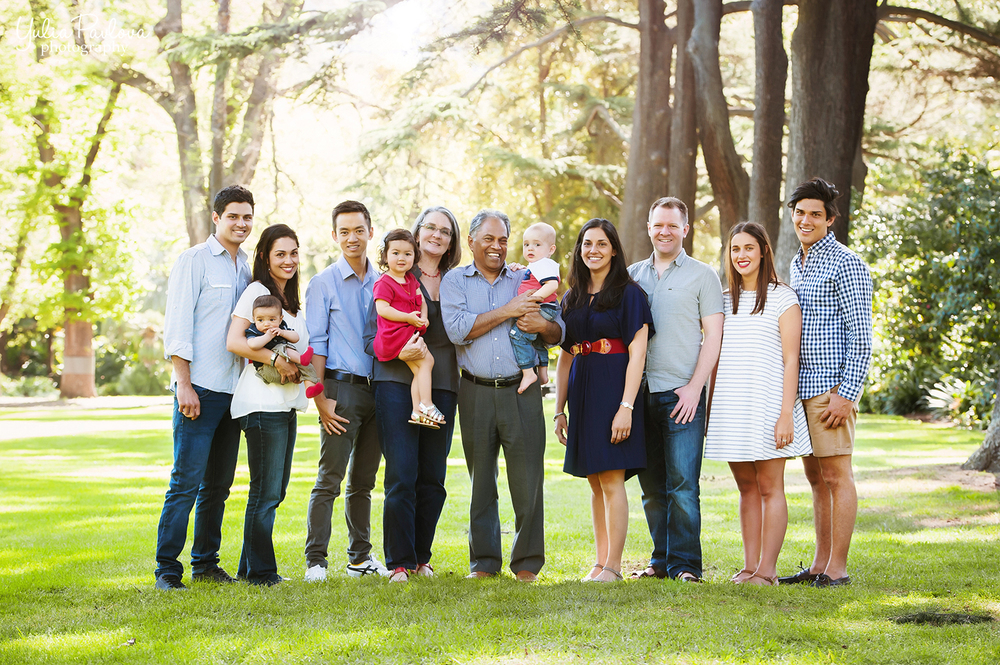 Extended Family Photo Session At The Fitzroy Gardens