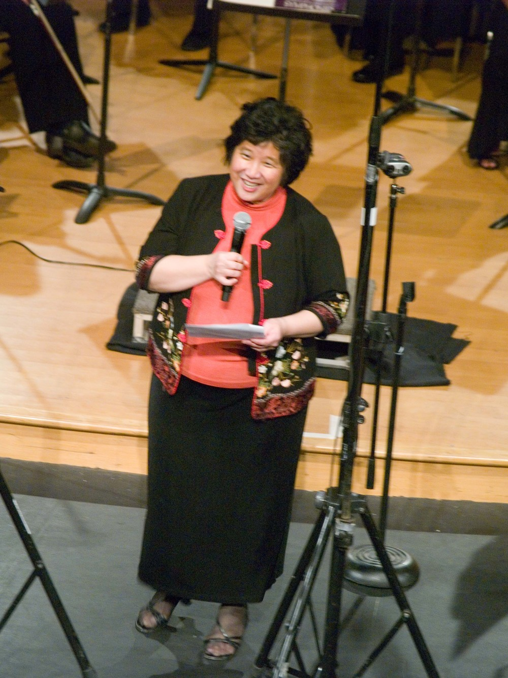 Maestra Lin introducing the Tchaikovksy Symphony and the Regretted Separation