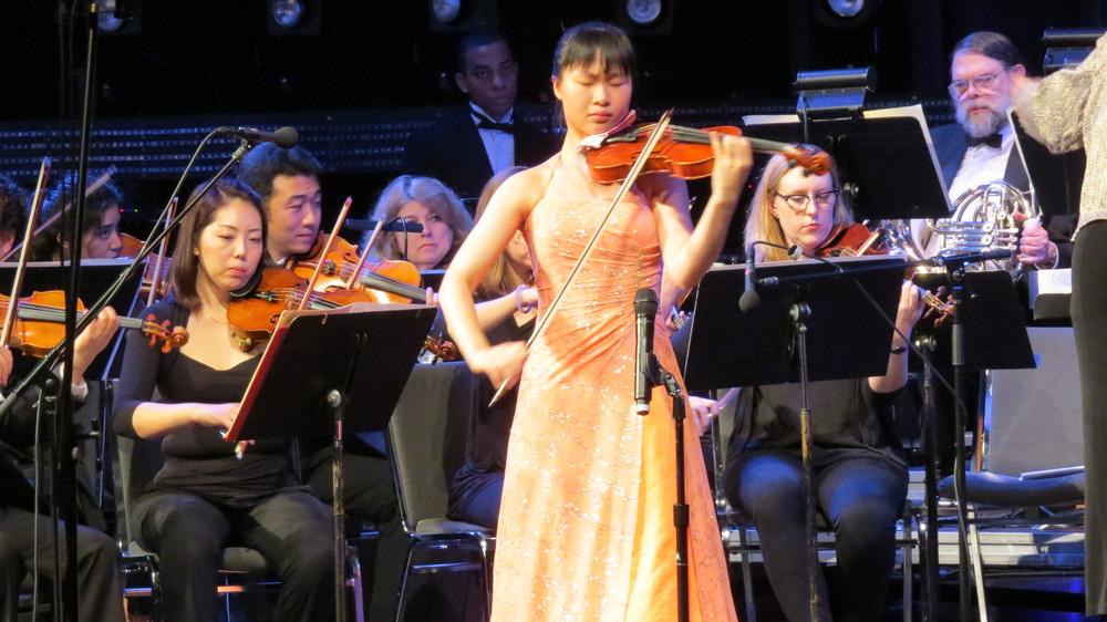 Kit Ying Cheng in a spellbinding performance of the Vieuxtemps Violin Concerto