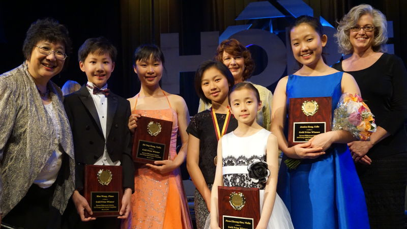 Winners of the 2016 Young Artists Li  Competition (front row, left to right) Chiu-Tze Lin, Max Wang, Kit Ying Cheng, LiYuan Byrne, Fiona Khuong-Huu, Jessica Hong, Ellen Deerberg (Back row): Arlene Sengstack, president