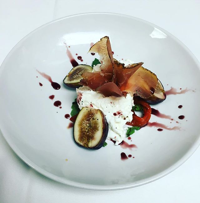 Come in and enjoy our appetizer special of the day! Fresh figs with speck and straciatelle cheese! #healthyfoodshare #summer2016 #avalonnj #fineitaliandining #bujardakugroup #lafontana #italianfood #seaislecity #summerspecial
