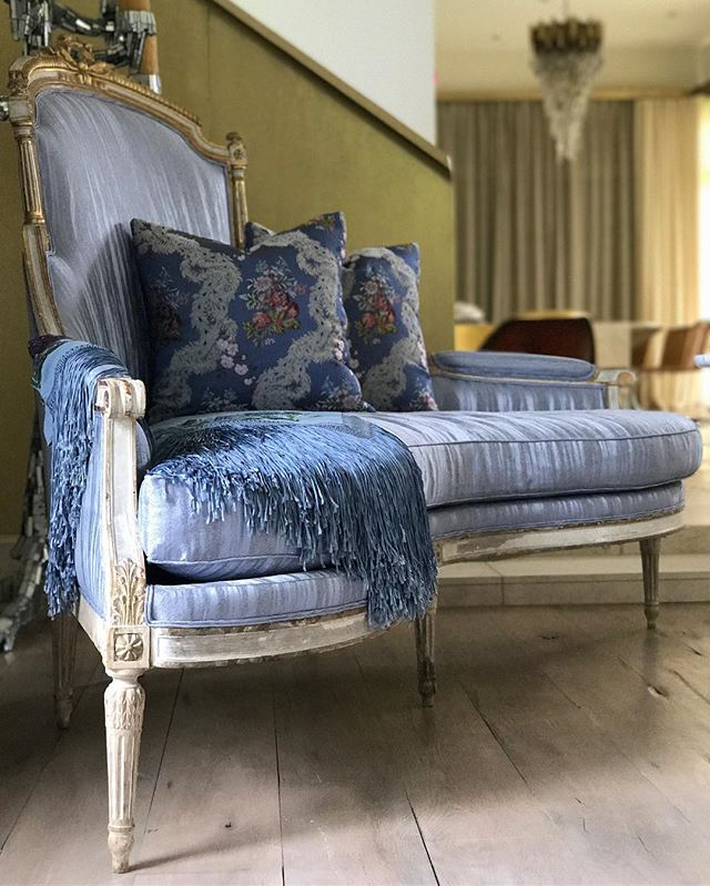 It's Friday Morning....one of my favorite places to be!  #design #clientshome #interiors #interiordesign #antique #donghia #creationsmetaphores #1stdibs #instapic #instalove #dennisbrackeendesigngroup #moxiehouston #livewithmoxie #shopwithmoxie #decor #antique #architecture