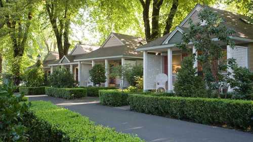 Cottage Grove Inn Cottages