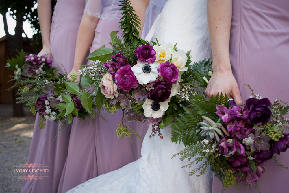 wedding bouquets with bridesmaids dresses