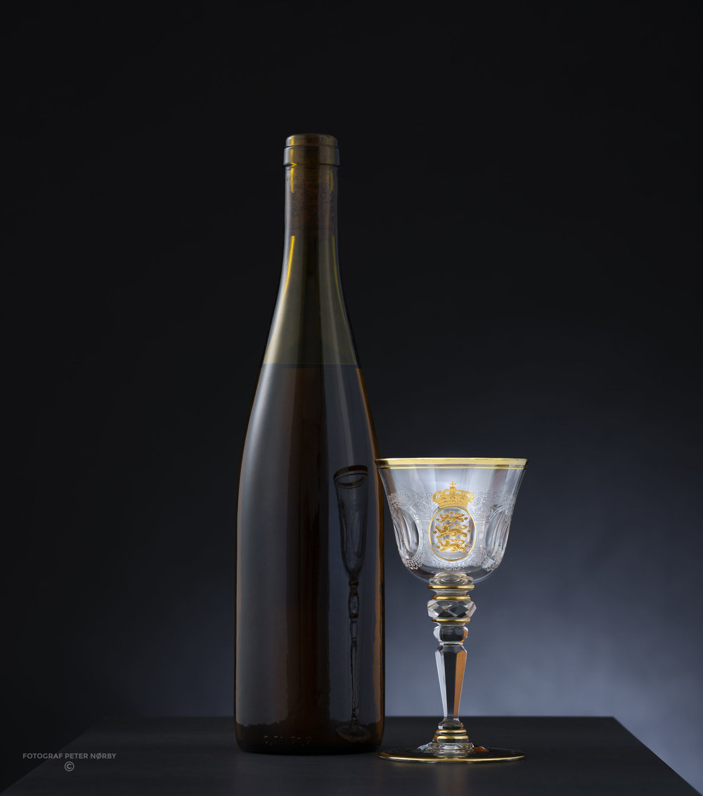 The Rosenborg wine with the banquet serving glass. At the present rate of annual consumption there is sufficient wine for at least another 300 years.