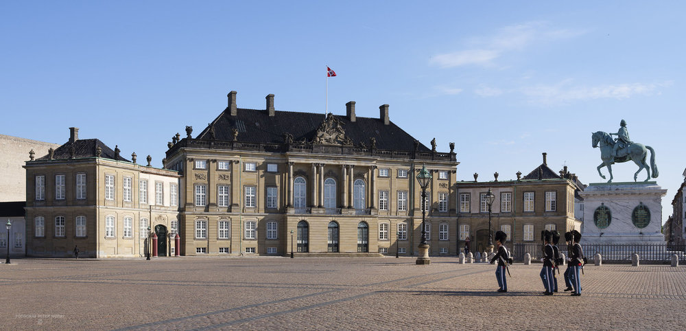 Amalienborg_facader_010.jpg