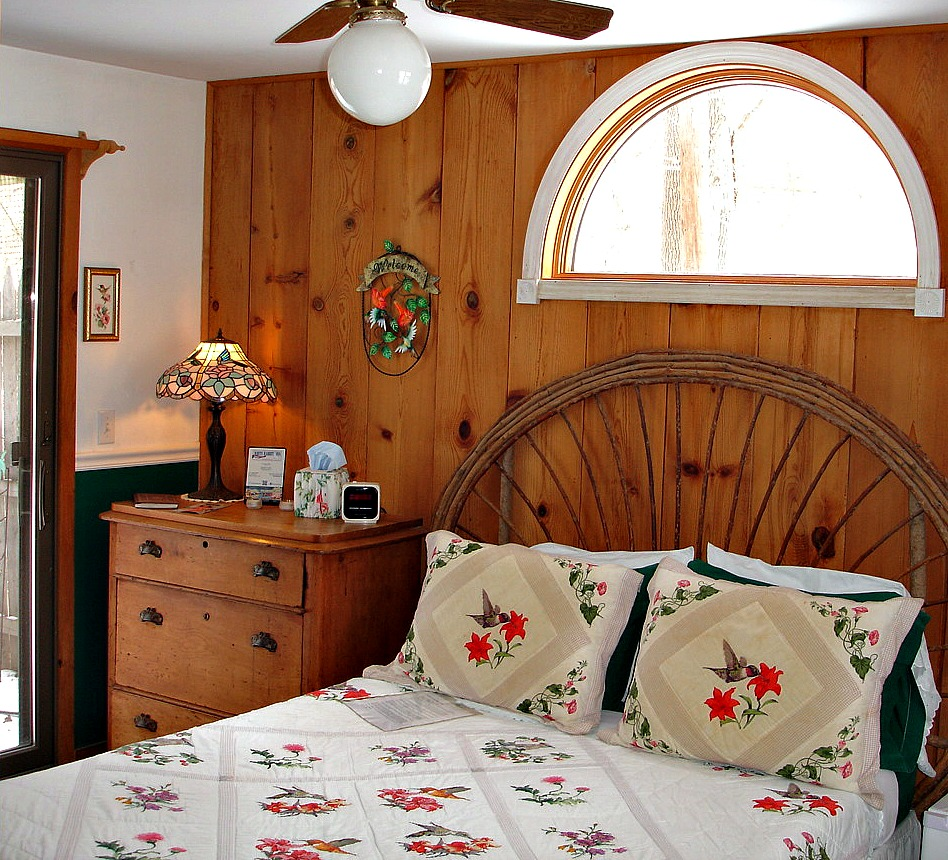 Woodview Room with Queen sized bed