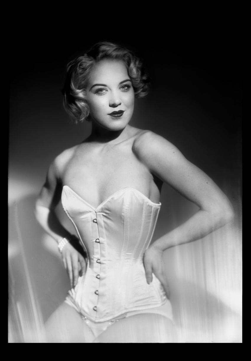 portrait_fay_corset.jpg
