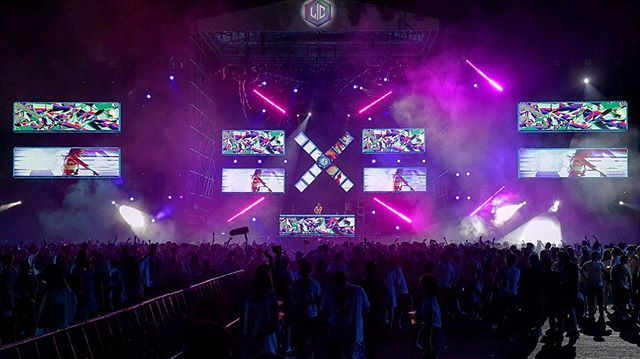 We make the #sickvisuals for @lictour in #Shanghai with @headhunterz @solano @codekomusic #vj @maxnova #sickvisual featuring @teneallefarragher #lifeincolor #edm #vjing #led #LIC #lifeincolor