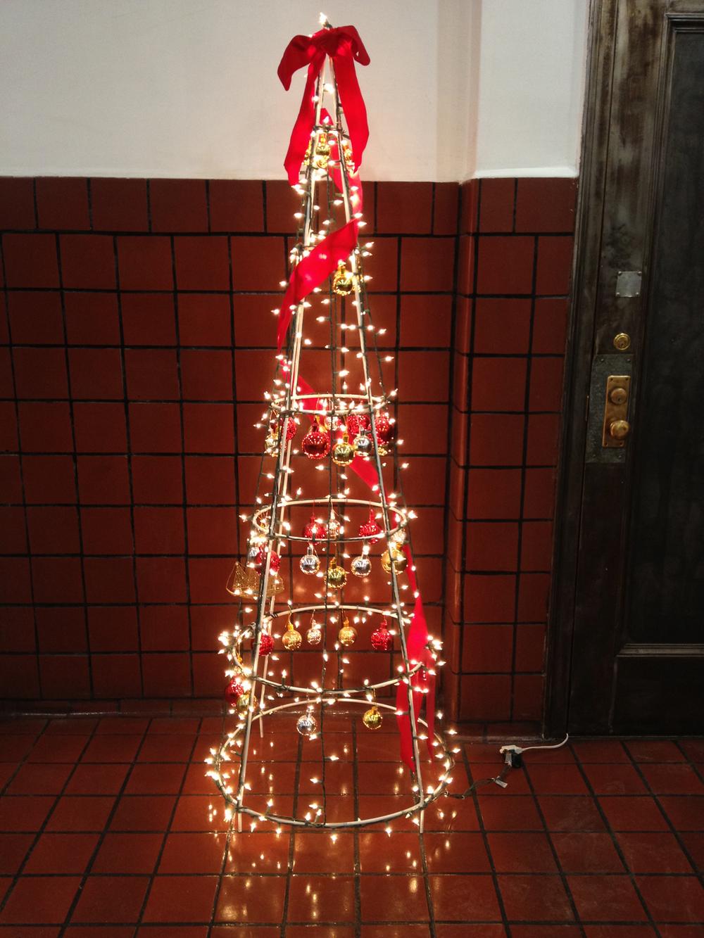 lobby tree_1E.jpg