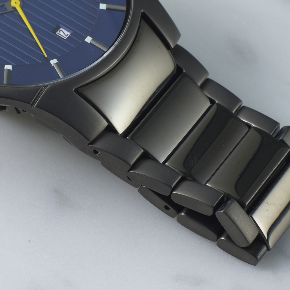 0101_HOL_M_WATCHGUIDE_TILE_SLIMPROFILEWATCHES_DETAIL1.jpg