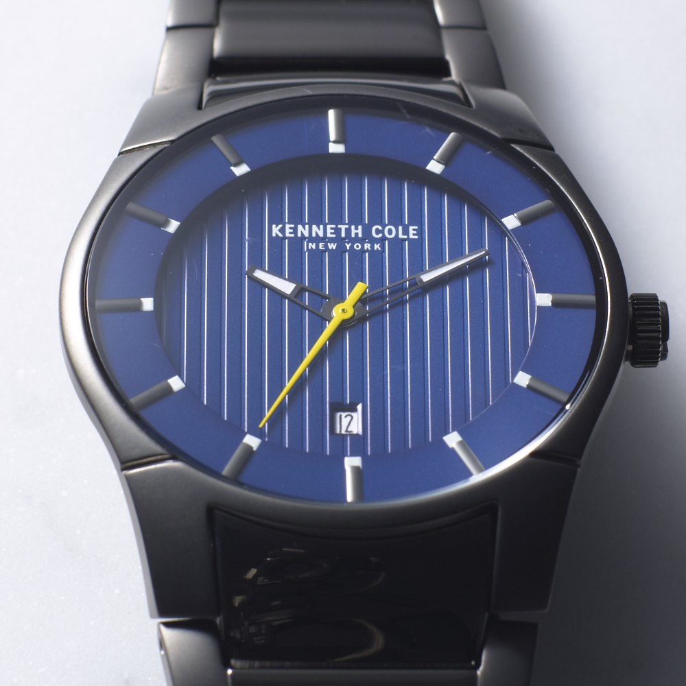 0102_HOL_M_WATCHGUIDE_TILE_SLIMPROFILEWATCHES_DETAIL2.jpg